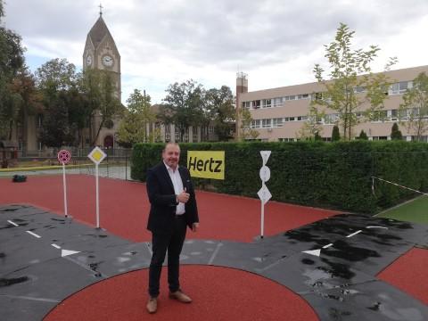 Hertz Kresz Park